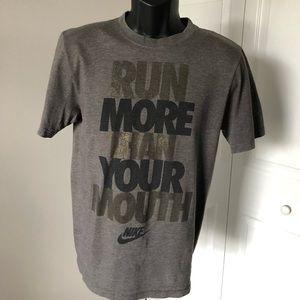 NIKE MENS / RUN MORE THAN YOUR MOUTH T-SHIRT